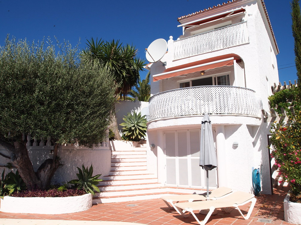rent an apartment in nerja spain